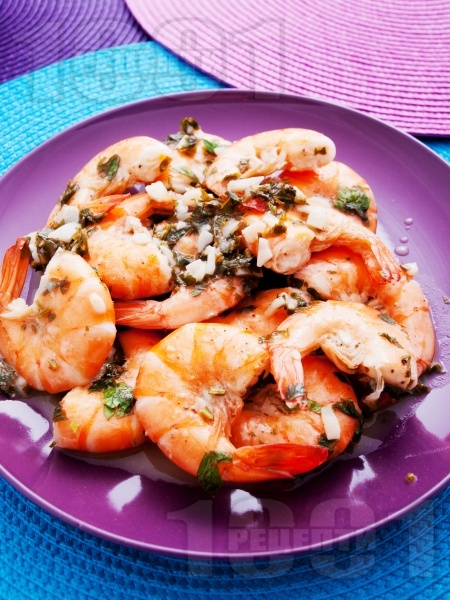 Скариди на тиган с масло, чесън и магданоз  - снимка на рецептата